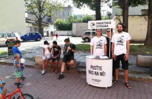 Vydali jsme se do ulic našeho města zahájit kontaktní kampaň s občany